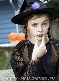 Девочка в костюме для праздника Самхэйн