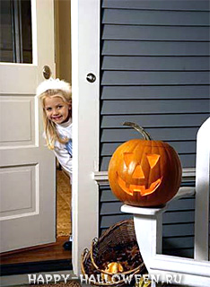 Девочка встречает праздник Halloween